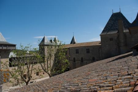 medioevo: Il cortile Welcome Castello di Carcassonne in Medioevo