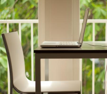 Laptop on table  免版税图像
