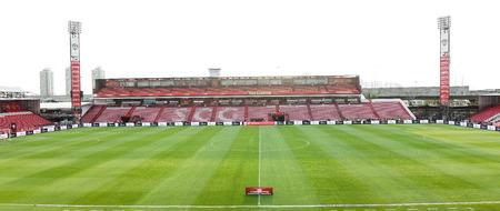 BANGKOK, THAILAND-MA Y 4 Het landschap van SCG-stadion voor de wedstrijd tussen MTUTD en Suphanburi FC tegen SCG Stadium op 4 mei 2014 in Bangkok, Thailand