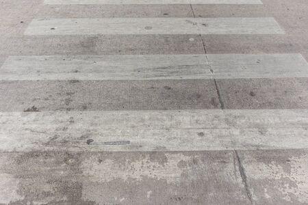 crosswalk: Paso de peatones sucia vieja en Tailandia.