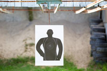 hombre disparando: Standard man shooting target close up.