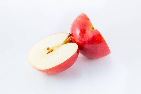 ホワイト バック グラウンド素材に分離された赤いリンゴ
