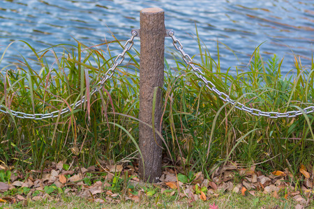 chain fence: pole and chain fence, prevent falling into water.