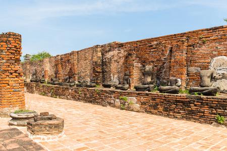 Ayutthaya Historical Park covers the ruins of the old city of Ayutthaya,  Wat Mahathat. Phra nakhon si ayutthaya Province, Thailand Imagens