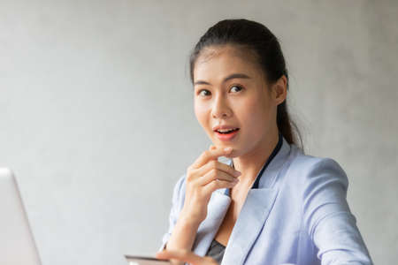 Young asian woman using credit card and laptop for online shopping at home office, smile and happy feeling businesswoman lifestyle concept 版權商用圖片 - 157848313