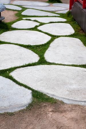 empedrado: hermosa piedra camino pavimentado a pie