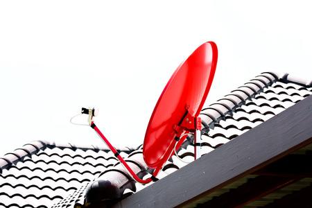 antena parabolica: Antena parab?a en el tejado Foto de archivo