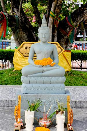 far eastern: Statue of Buddha
