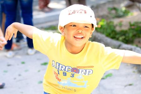 bambino: boy having fun
