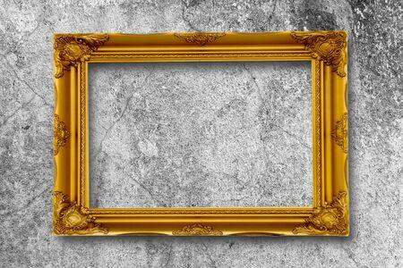 Old Gold Bilderrahmen auf Grunge Wand.