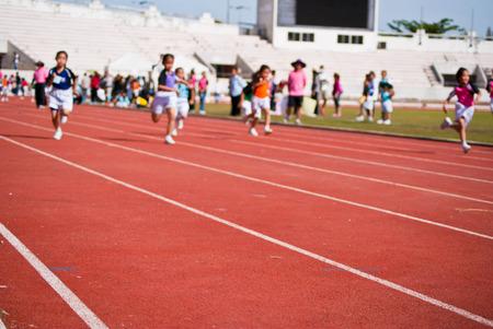Kids-Rennen Standard-Bild - 34714769