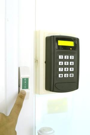 Code clé pour verrouiller la porte sur fond blanc Banque d'images - 16441775