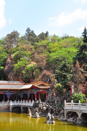 Chinese ancient architecture in combining of building with nature