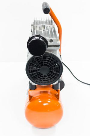 compresor: Compresor de aire en el fondo blanco