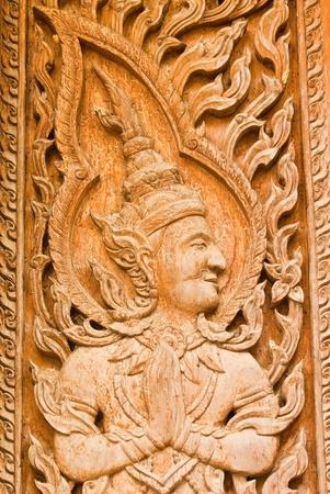 Stare drewniane rzeźby tradycyjne tajskie sztuki na drzwi w świątyni Wat Liab, NAKORNRATCHASIMA, Tajlandii Zdjęcie Seryjne
