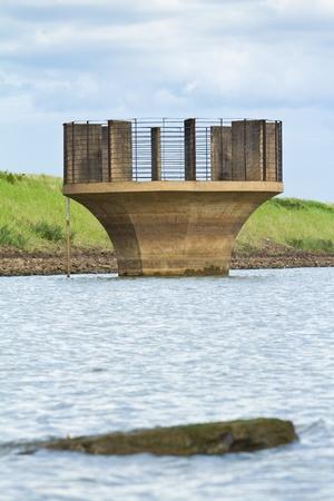 Dam nie floodgate Dam przez przepe?nienie odp?yw