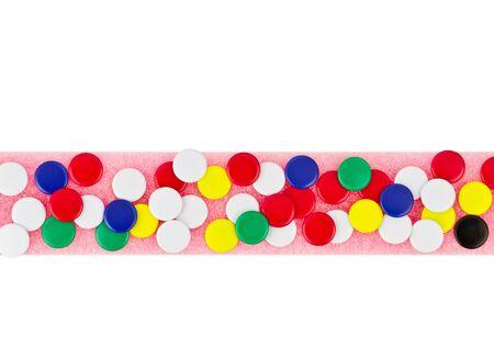 tack board: Colorido de la chincheta de color rosa tarjeta Foto de archivo