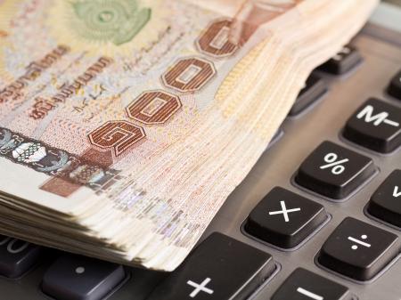 Pieniądze na kalkulatorze