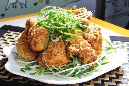 녹색 양파와 닭 스톡 콘텐츠