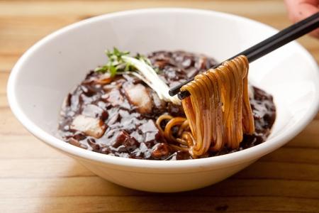 黒味噌麺ジャジャン麺