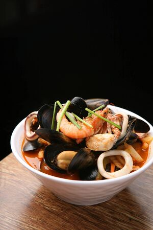 neutralize: jjamppong, Chinese-style noodles with vegetables and seafood, chaomamian