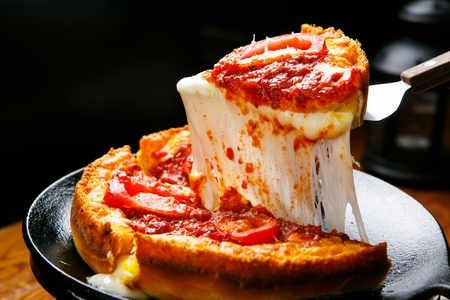 Chicago Style Deep Dish Cheese Pizza 스톡 콘텐츠