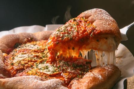시카고 스타일 딥 디쉬 치즈 피자