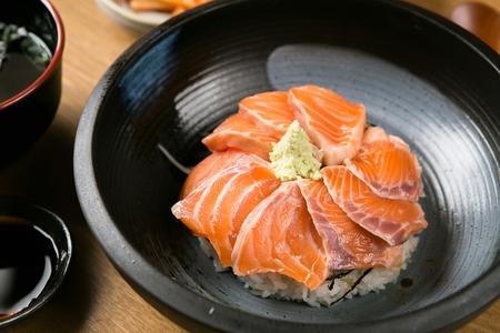 japanese cookery: salmon donburi
