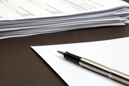 Blank note paper with pen Stock Photo - 18357244