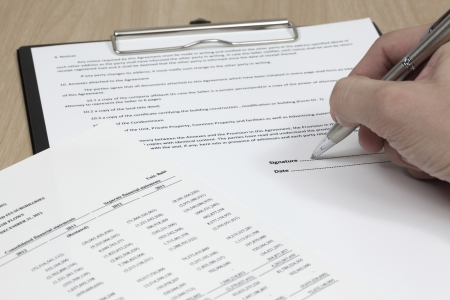 Business man signing a contract Stock Photo - 18379876