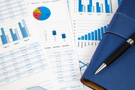 Cartes papier et les diagrammes financiers