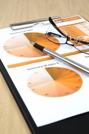 informe comercial: Gr�ficos, cuadros, informes de negocios en el vector. Foto de archivo
