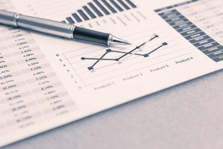 Mostrando empresa y el informe financiero. Contabilidad Foto de archivo - 36704559