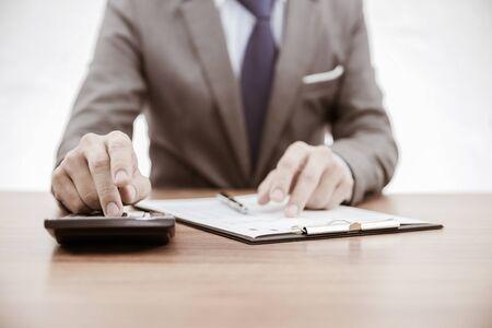 informe comercial: Informe de asunto y mano. Contabilidad Foto de archivo