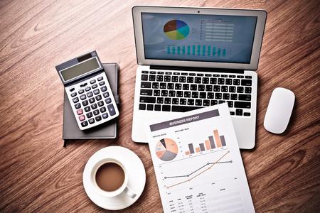 accounting: Mostrando empresa y el informe financiero. Contabilidad Foto de archivo