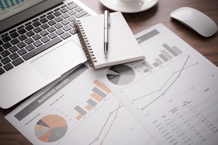 contabilidad financiera: Mostrando empresa y el informe financiero. Contabilidad Foto de archivo
