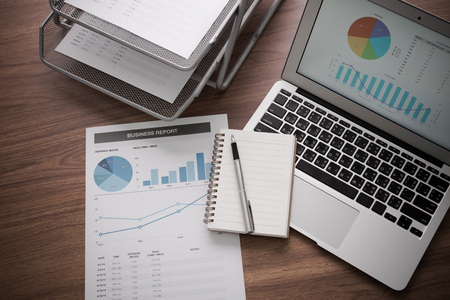 Affichage activités et un rapport financier. Comptabilité Banque d'images - 44644663