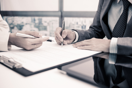 Business man signing a contract 스톡 콘텐츠