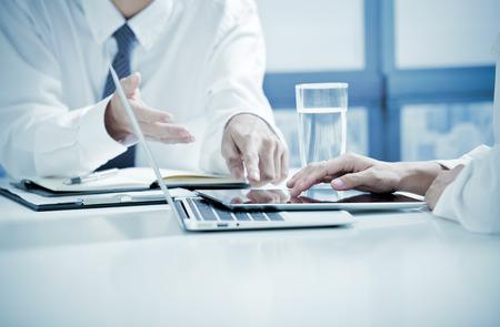 Businessman And Businesswomen Having Informal Meeting In Office Reklamní fotografie