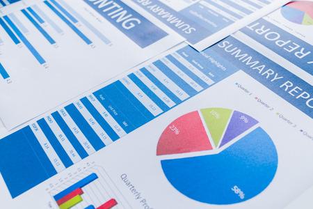 reporte: Mostrando empresa y el informe financiero. Contabilidad Foto de archivo