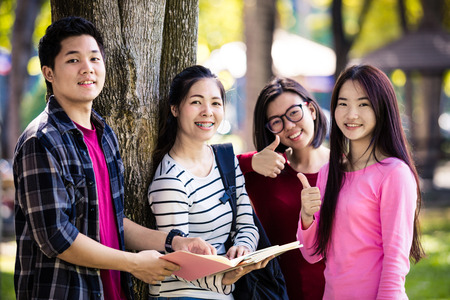 Group of students sharing with the ideas on the campus lawn 免版税图像 - 50501239