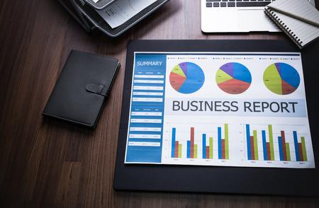 bolsa de valores: Mostrando empresa y el informe financiero. Contabilidad Foto de archivo