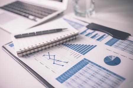 Affichage activités et un rapport financier. Comptabilité Banque d'images - 52346756