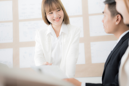 Businesswoman presenting financial to partners in office. Asian people Banque d'images
