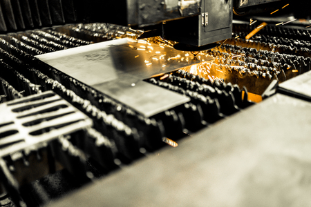 Laser cutting metalwork industry machine in factory Banque d'images