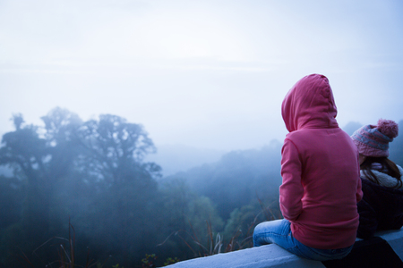woman hiker enjoy the view at mountain peak Banque d'images