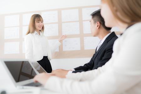 Businesswoman presenting financial to partners in office. Asian people Foto de archivo