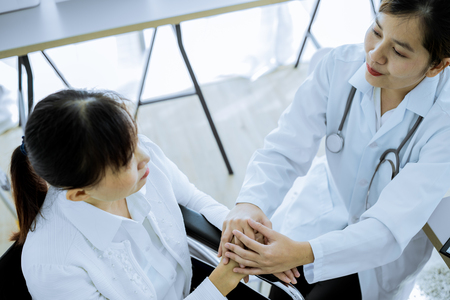 Hand of doctor reassuring her female patient Banque d'images