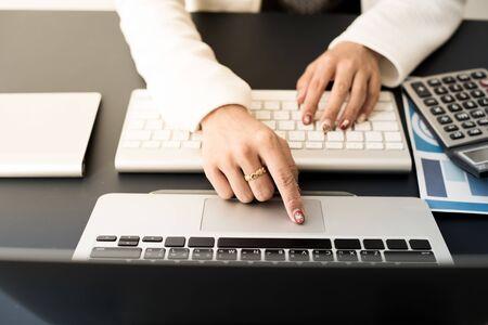 Business woman using a laptop computer at office Foto de archivo
