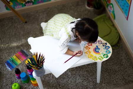 Asian cute little child girl drawing at home. Education concept Banco de Imagens - 129957783